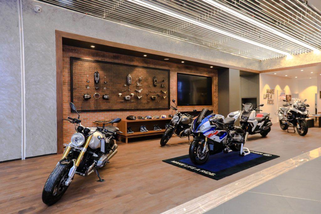 BMW-MINI-BMW Motorrad Urban Stores by Millennium Auto (3)